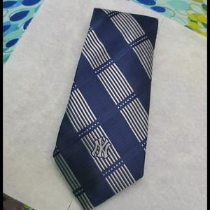 Authentic Vintage MLB Certified NY Yankees Tie